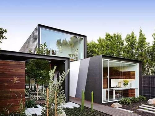 用集装箱来造房子是很时髦的一个选择